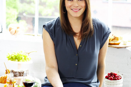 gail simmons shares 10 entertaining tips--and we're listening! Infographic