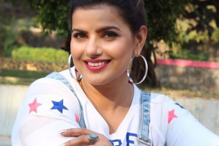 Madhu Sharma Height, Weight, Age, Wiki, Biography, Husband, Family Infographic