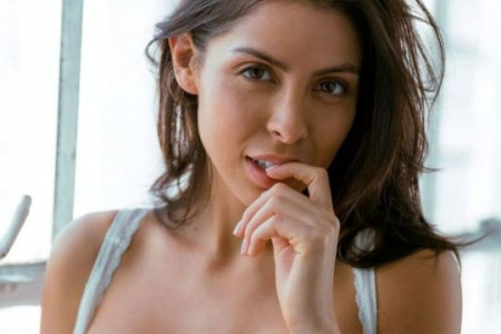 RussianBrides - 7 Things He's Hiding on His Dating Profile Infographic