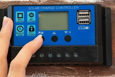 The Best Solar Charge Controller for RV Infographic
