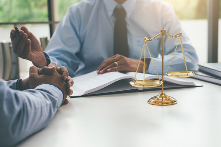 Crucial Ways Your Firm Can Benefit from Having a Commercial Litigation Lawyer Infographic