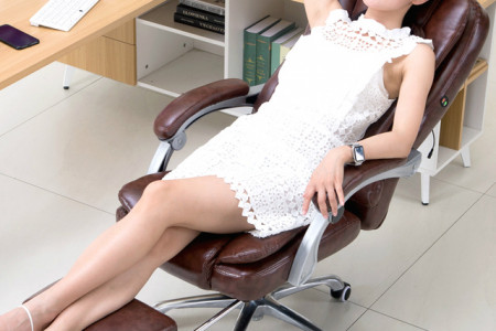 Feel Comfortable at office by using Recliner Chair Infographic