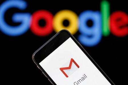How to Send a Gmail Message with a Different Date Infographic